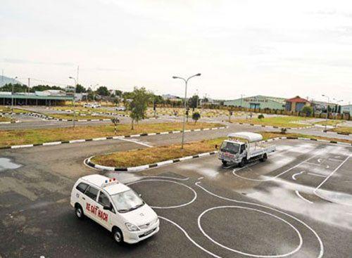 bang lai qua han - Nộp phạt đến 6 triệu đồng nếu sử dụng bằng lái xe ô tô quá hạn