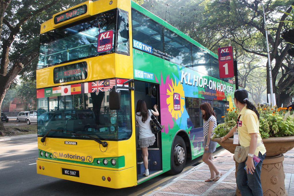 """hop on hop off2 - Taxi đặc biệt dành cho những ai du lịch """"bụi"""" Kuala Lumpur"""
