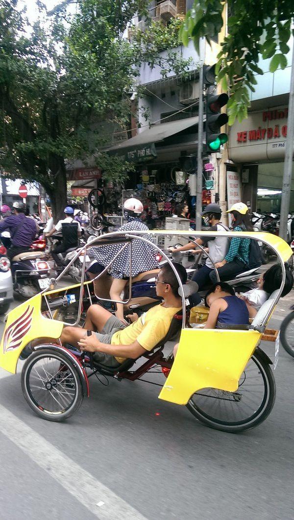 Xe taxi la 2 - Ông bố trẻ và chiếc taxi tự chế ở Hà Nội