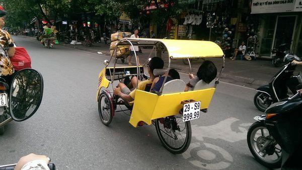 Xe taxi la 3 - Ông bố trẻ và chiếc taxi tự chế ở Hà Nội