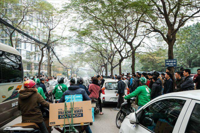 Tai xe grabcar dinh cong 2 - Tài xế GrabCar đình công phản đối việc Grab tăng chiết khấu