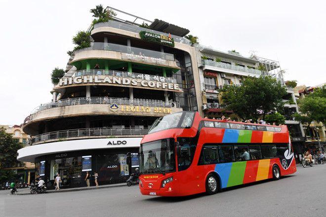 Xe Bus 2 tang Ha Noi 2 - Tuyển nhân viên phục vụ và hướng dẫn khách trên xe buýt 2 tầng